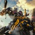 """Michael Bay signe avec """"Transformers: The Last Knight"""" l'opus le plus joyeusement régressif et second degré de la saga"""