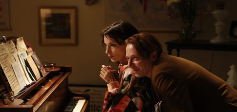 "Jeanne Balibar fascine dans ""Barbara"", le biopic de Mathieu Amalric version Inception"