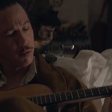 Django : Premières images de Reda Kateb dans le biopic sur le roi du jazz manouche