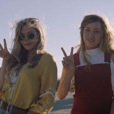 """Nouvelle affiche et bande-annonce pour le déjanté """"Ingrid Goes West"""" avec Aubrey Plaza et Elizabeth Olsen"""