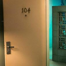 """Bande-annonce de """"Room 104"""" série anthologique à découvrir sur HBO"""