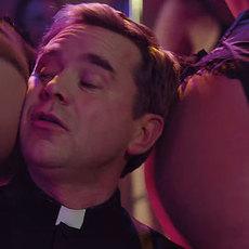 """Fabrice Éboué monte un groupe de religieux dans """"Coexister"""", son nouveau film"""