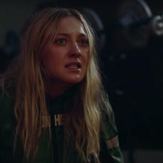 "Dakota Fanning affronte une créature bien gore dans ""Zygote"" de Neill Blomkamp"