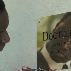 "Omar Sy fait son retour en médecin charlatan dans ""Knock"""
