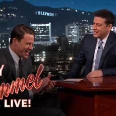 """Channing Tatum soigne son entrée sur le plateau du """"Jimmy Kimmel Live!"""""""