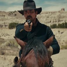 """Nouvelle bande-annonce sombre et intense pour le western """"Hostiles"""" avec Christian Bale et Rosamund Pike"""