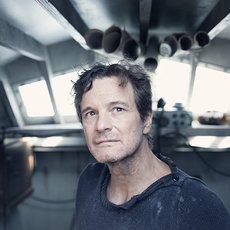 """Colin Firth survivra t-il à sa course autour du monde à la voile en solitaire dans """"The Mercy""""?"""