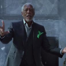 Morgan Freeman et Peter Dinklage s'affrontent en rap battle dans un génial crossover de pubs