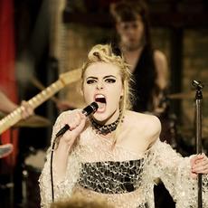 """Du punk, des extraterrestres et de l'amour dans la bande-annonce de """"How to Talk to Girls at Parties"""" avec Elle Fanning et Nicole Kidman"""