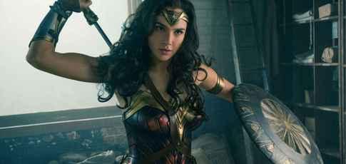 22 - Comme la hauteur de la grue télescopique utilisée sur le tournage de Wonder Woman, il n'en existe que cinq dans le monde.