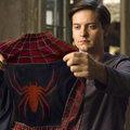 """25 000 - Comme le montant, en dollars, de la récompense offerte en échange des 4 costumes de Spider-Man dérobés sur le tournage de """"Spider-Man """" de Sam Raimi"""
