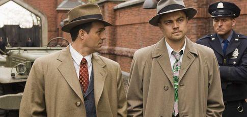"44 - comme le nombre de versions de la tenue de Teddy (Leonardo DiCaprio) dans ""Shutter Island"" de  Martin Scorsese"