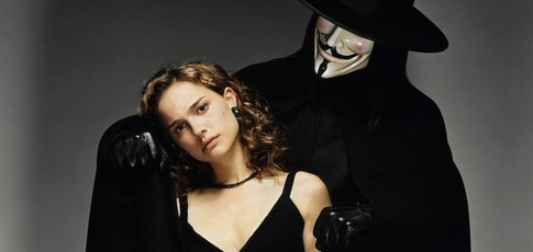 1981 - Comme l'année de parution de la bande dessinée V pour Vendetta adaptée au cinéma par James McTeigue en 2006