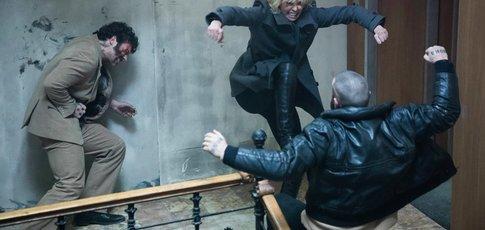 """7,30 - Comme le nombre de minutes que dure la scène de combat la plus hallucinante dans """"Atomic Blonde"""" avec Charlize Theron"""