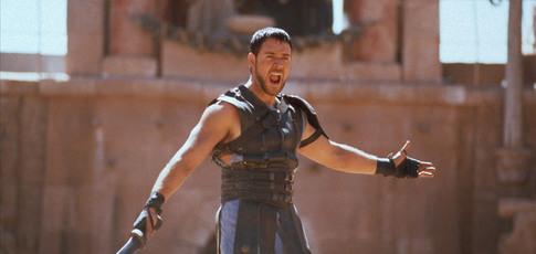 """2000 - Comme l'année de sortie de """"Gladiator"""" de Ridley Scott avec Russell Crowe et Joaquin Phoenix"""