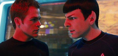 """2009 - Comme l'année de sortie de """"Star Trek"""" de J. J. Abrams avec Chris Pine et Zachary Quinto"""