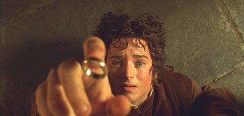 """2001 - comme l'année de sortie du """"Seigneur des anneaux : La Communauté de l'anneau"""" de Peter Jackson"""