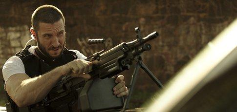 """10  - Comme le nombre de jours de tournage de la scène de fusillade sur Alameda Corridor dans """"Criminal Squad"""" avec Gerard Butler"""