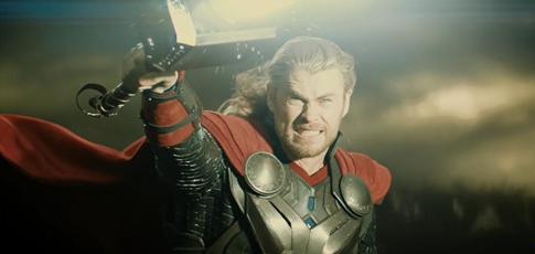 """2013 - Comme l'année de sortie de """"Thor : Le Monde des ténèbres"""" avec Chris Hemsworth et Natalie Portman"""