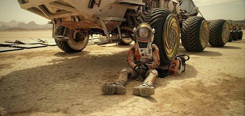 """2015 - Comme l'année de sortie de """"Seul sur Mars"""" de Ridley Scott avec Matt Damon Jessica et Chastain"""