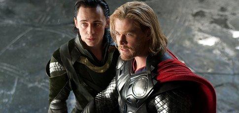 2011 - comme l'année de sortie de Thor réalisé par Kenneth Branagh avec  Chris Hemsworth, Natalie Portman, Tom Hiddleston et Anthony Hopkins