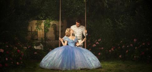 2015 - comme l'année de sortie de Cendrillon de Kenneth Branagh avec Lily James, Cate Blanchett et Richard Madden