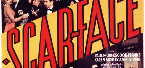 1932 - Comme l'année de sortie de la première version cinéma de Scarface, dont certaines scènes de fusillades ont été tournées avec des balles réelles