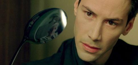 44 - Comme le nombre de questions prononcées par Keanu Reeves aka Neo sur  80 lignes de textes lors des 45 premières minutes de Matrix